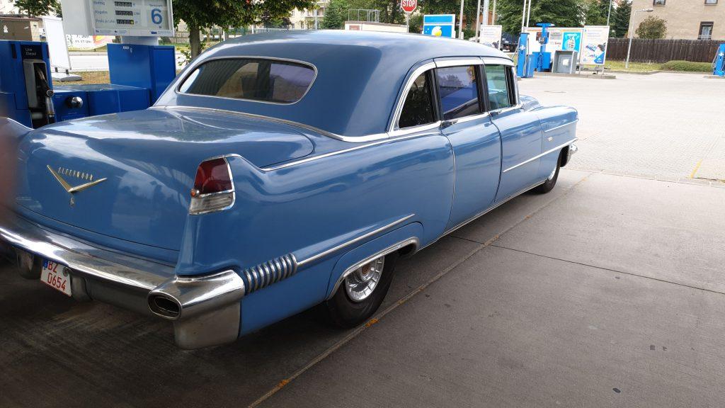 Cadillac Series 75 Fleetwood Imperial Sedan - 4
